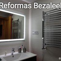 Reforma-de-baño-y-espejo-de-led-y-muebles-tres-cajones-suspendido